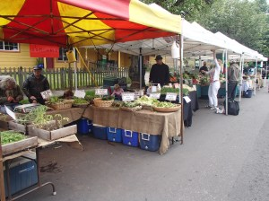 People's co-op farmer's market connecting people through fresh, organic food.