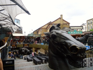 The large horse statues make this part of the market very unique